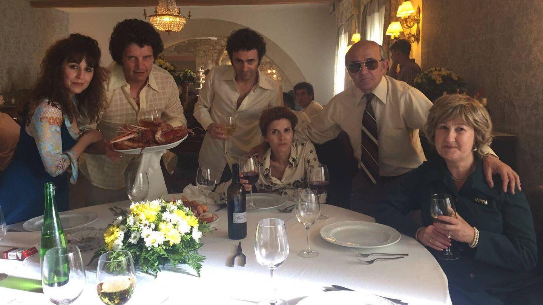 Imagen de la familia Charlín de ficción, con Isabel Naveira en el centro. (Atresmedia).