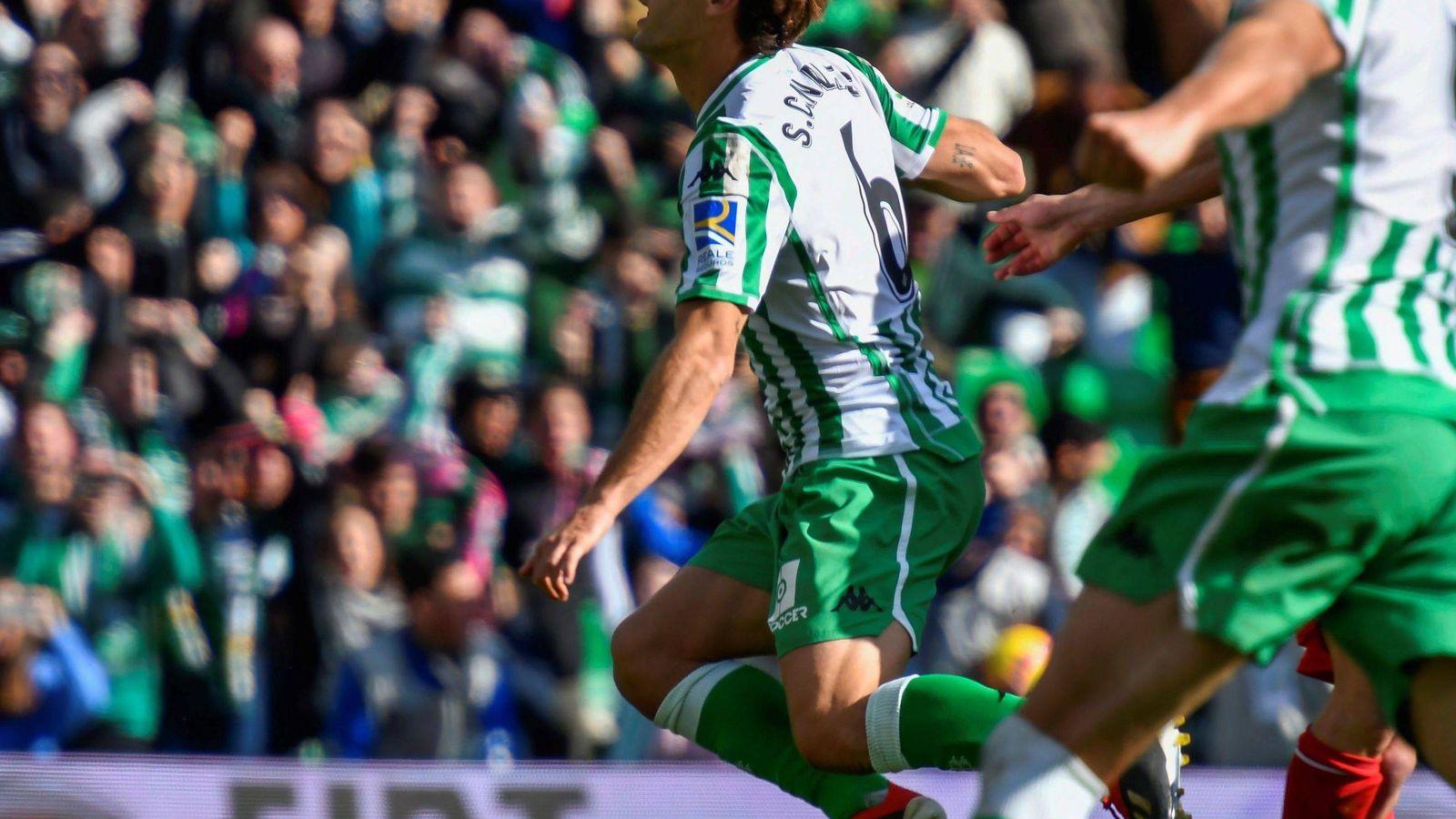 Foto: Jugadores del Real Betis celebran un gol. (EFE)