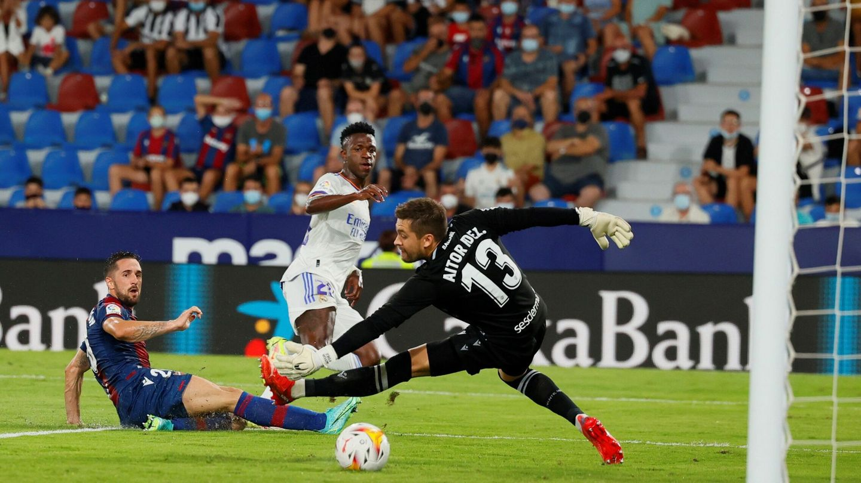 Vinícius ha ganado serenidad frente al portero. (Reuters)