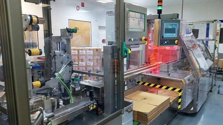Máquina de serialización el la planta de Servier en Madrid. (J. M.)
