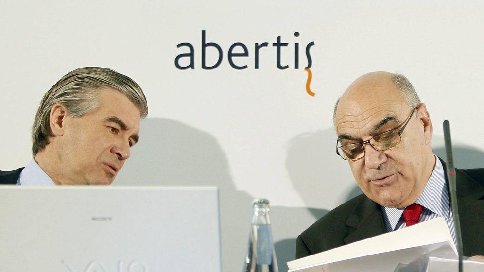 Foto: El presidente de Abertis, Salvador Alemany (d) con el consejero delegado, Francisco Reynes