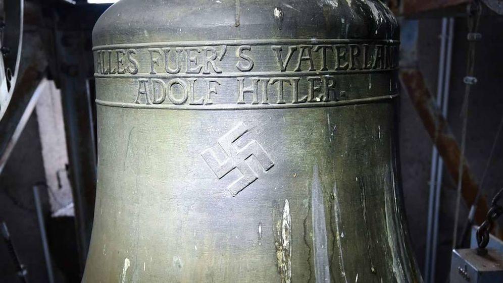 Foto: La campana de Herxheim am Berg en la que está grabado el nombre de Adolf Hitler