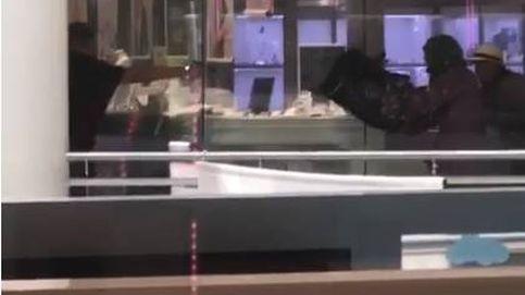 A tiros y a plena luz del día: así ha sido el atraco en una joyería de Barcelona