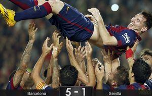 Un legendario Messi mantea al Sevilla y el Barça vuelve a sonreír
