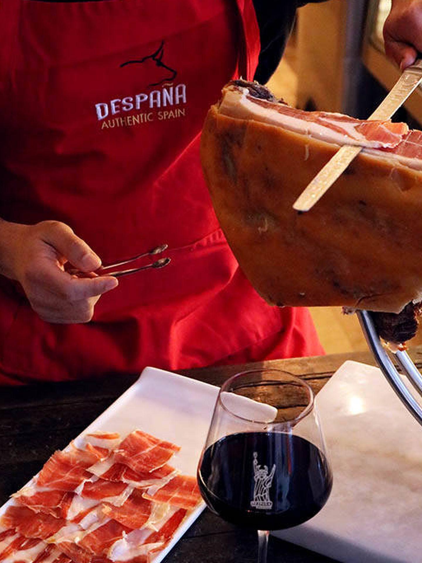 Cortador de jamón en Despaña Brand Foods.
