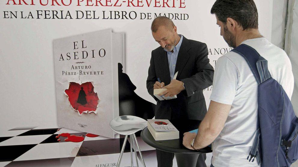 Las dos Españas en la feria: Monedero y Pérez-Reverte, contra los mindundis