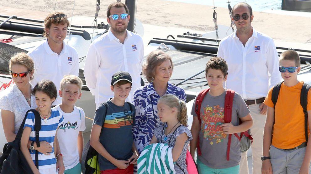 Posado de Doña Sofía con sus nietos en Mallorca