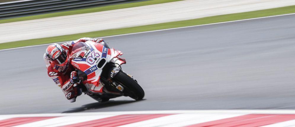 Foto: Andrea Dovizioso, durante los entrenamientos Gran Premio de Malasia (EFE)