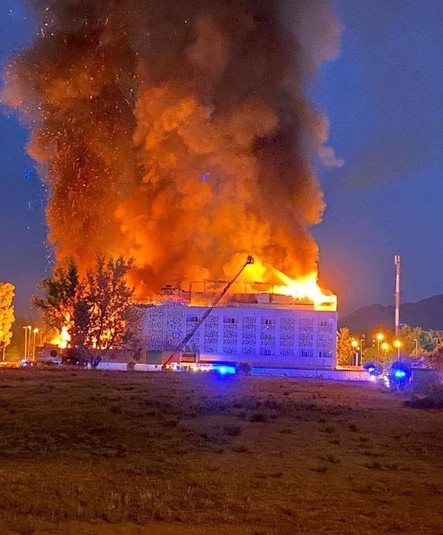 Foto: Desalojan un hotel en Marbella por un incendio. (FOTO: Amparo de la Gama)