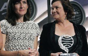 Lara premia a la ministra de la antipiratería y ella no ve incompatibilidad