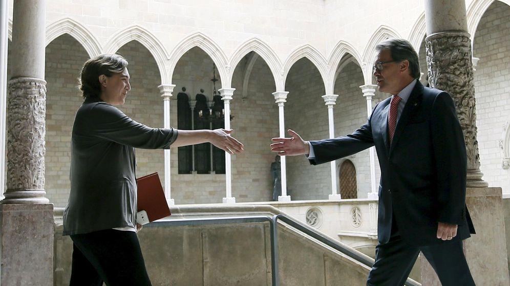 Foto: La alcaldesa de Barcelona y el presidente de la Generalitat Artur Mas. (Reuters)