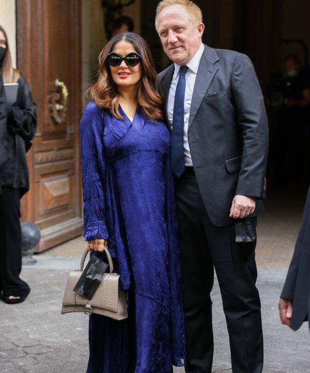 Foto: Salma Hayek y su marido asistieron al desfile de alta costura de Balenciaga. (Getty)