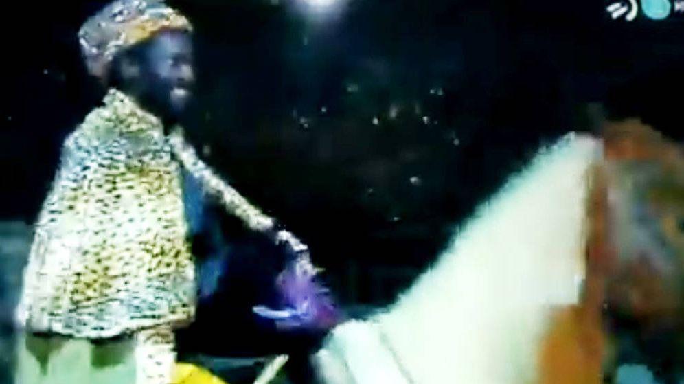 Foto: El rey Baltasar, en la cabalgata de Andoain. (EC)