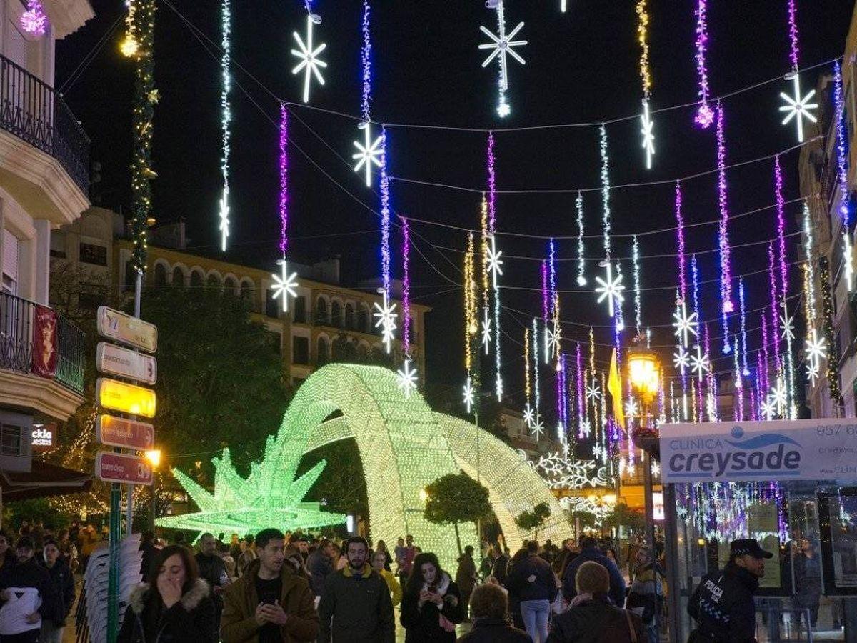 Foto: Iluminación navideña en Puente Genil (Córdoba).