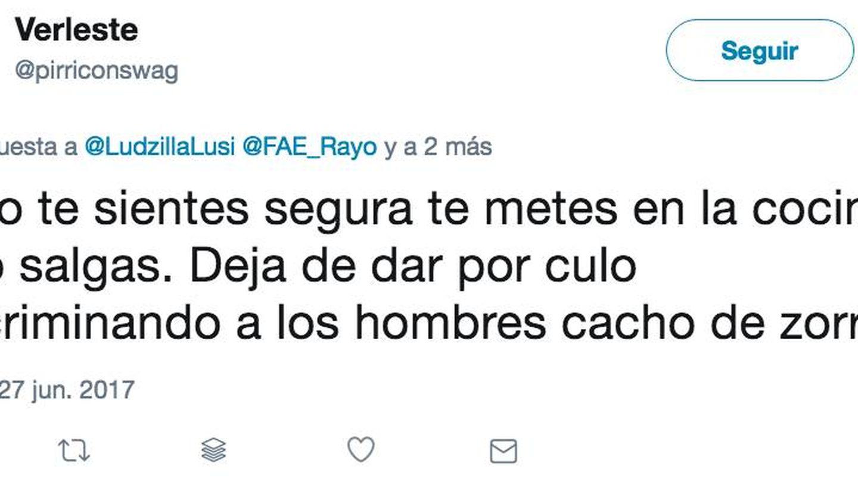 Varios de los tuits que recibió Marina Amores.