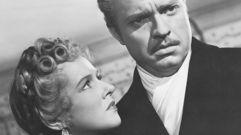 Welles y Dorothy Comingore, en un fotograma de la película. (Cordon Press)