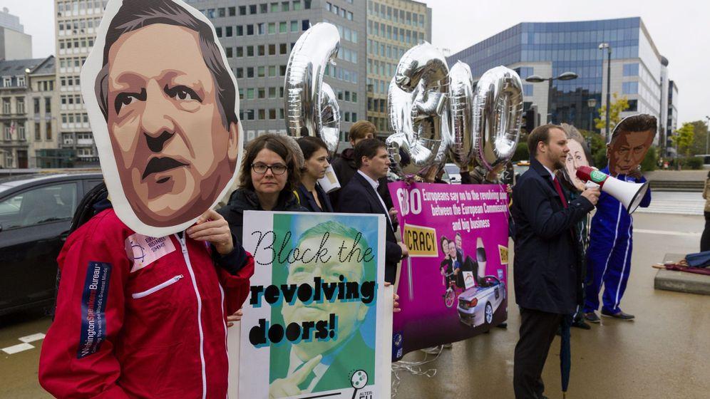 Foto: Manifestantes con careta de Durao Barroso. EFE
