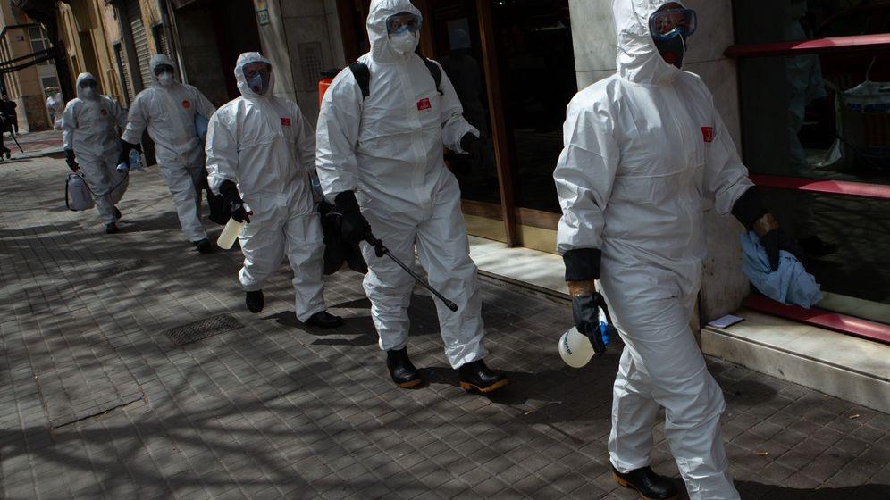 Foto: La UME desinfecta un geriátrico de Barcelona (EFE)