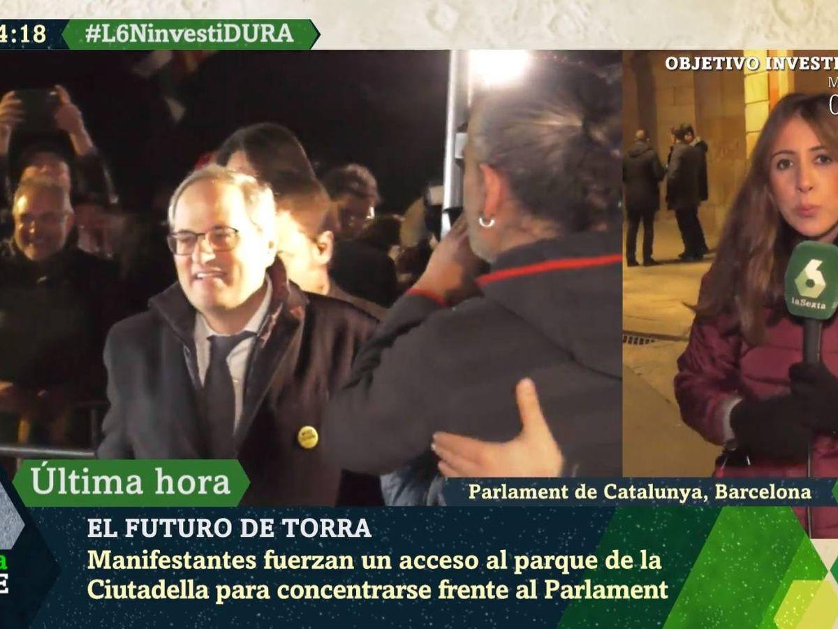 Foto: La reportera Dayana García, a las puertas del Parlament. ('La Sexta noche').