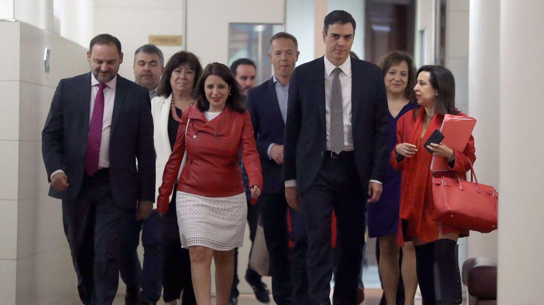 Pedro Sánchez reaparece en el Congreso para reunirse con el grupo parlamentario del PSOE. (EFE)