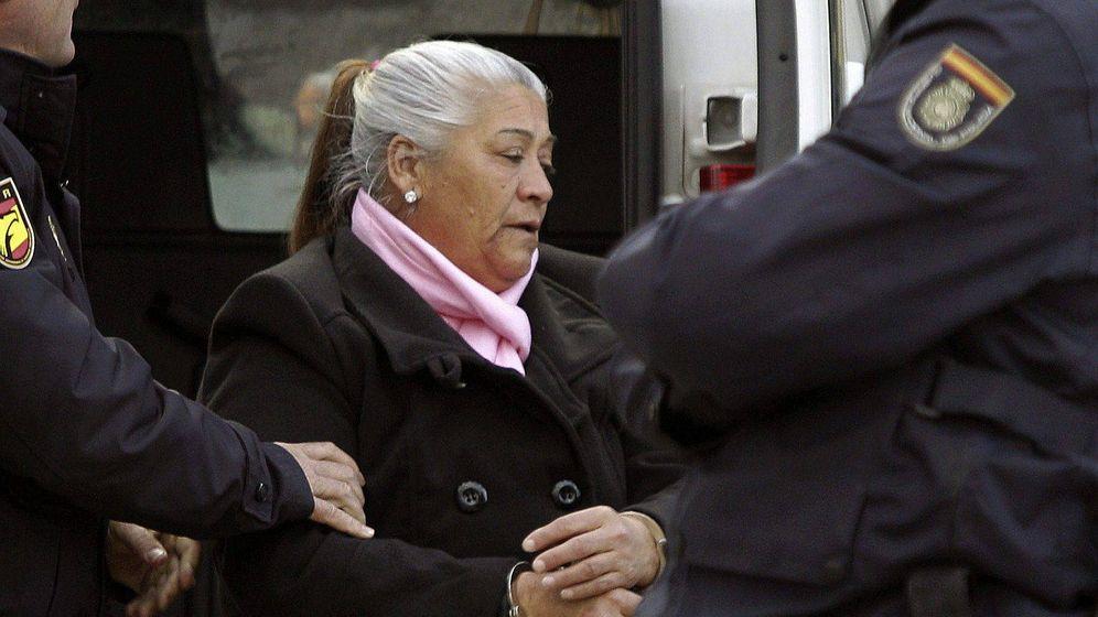 Foto: Detención de 'La Paca', la matriarca de uno de los principales clanes del poblado de Son Banya de Palma. (EFE)