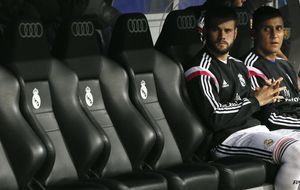 Una tarea de Ancelotti: que alinear a Nacho y Varane no sea obligado