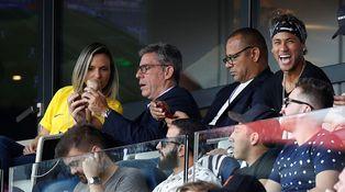 Neymar y Mbappé: millonarios precoces y familias que inculcan deporte por dinero