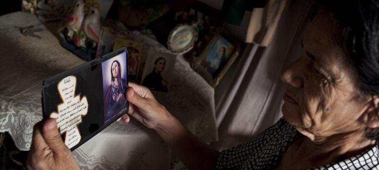 Foto: Una de las mujeres cristianas que vive en la Maison de Repos St. Elie, en la Ciudad Vieja de Alepo. (J.M. López)