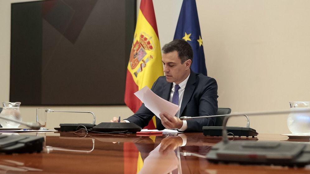 Foto: El presidente del Gobierno, Pedro Sánchez, en una videoconferencia con presidentes de las CCAA. (EFE)