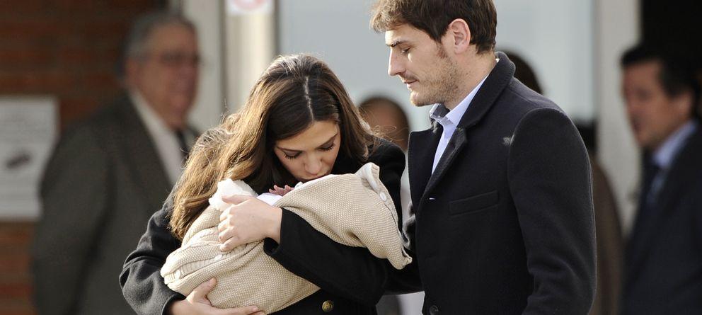 Foto: Sara e Iker Casillas el pasado 8 de enero a su salida de la Clínica Ruber. (I.C.)