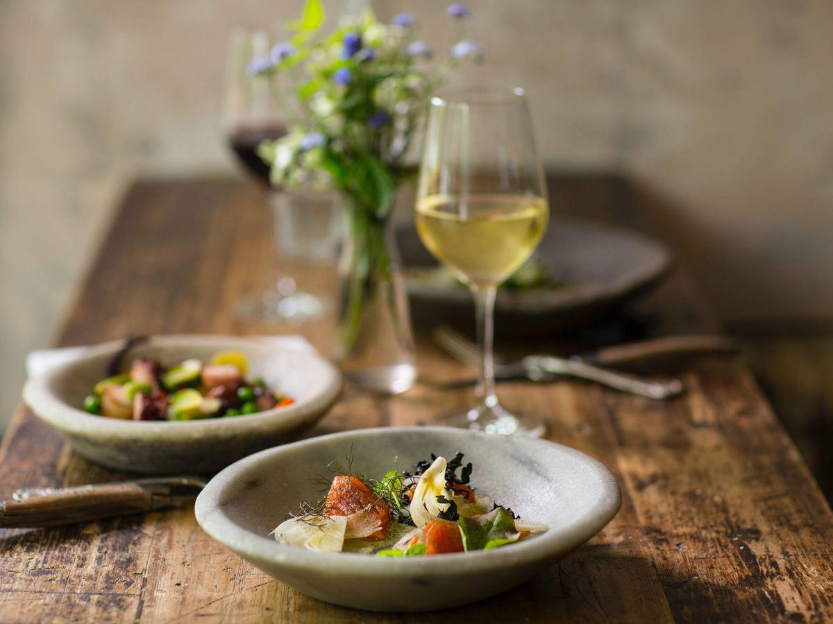 Foto: ¿Qué podemos tomar a la hora de la cena? (Stefan Johnson para Unsplash)