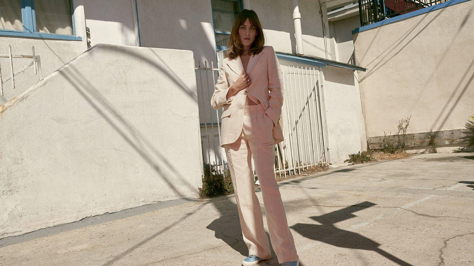 Foto: La 'it' y diseñadora Alexa Chung, como imagen de Superga. (Imagen: Cortesía de la marca)
