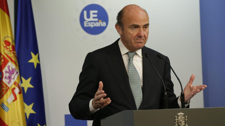 Guindos pone en jaque a las auditoras y un negocio de 425 millones de euros