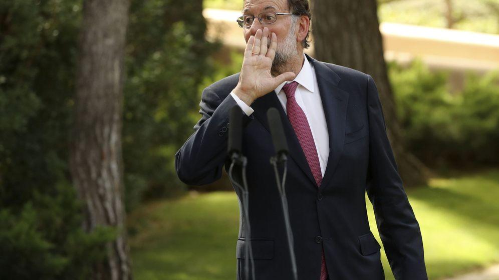 Foto: El presidente del Gobierno, Mariano Rajoy, momentos antes de la rueda de prensa tras su tradicional despacho de verano con Felipe VI en Marivent. (EFE)