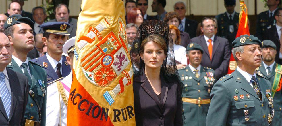 Foto: La Reina Letizia en un acto oficial junto a la bandera española en Logroño (Gtres)