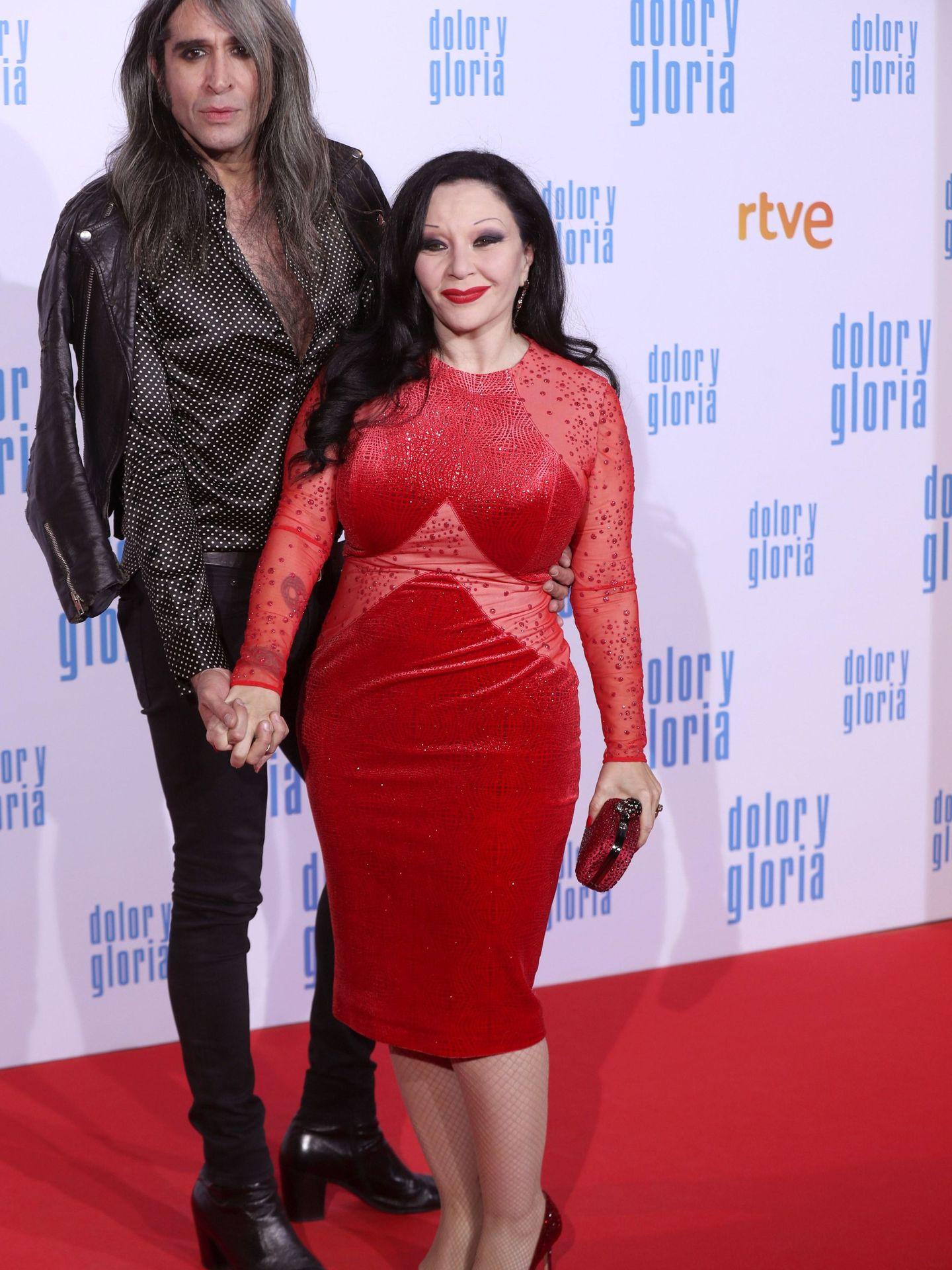 Los cantantes Alaska y Mario Vaquerizo,  en el estreno de 'Dolor y gloria'. (EFE)