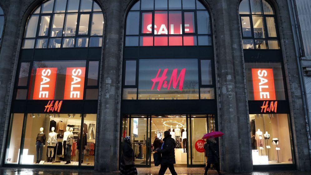 Foto: Vista general de una tienda de la cadena sueca de ropa H&M en el centro de Berlín. (EFE)