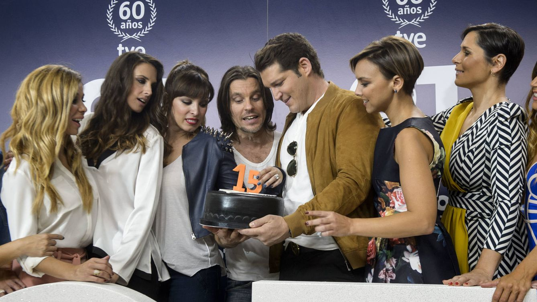 Foto: Natalia, Nuria, Gisela, Javián, Manu, Chenoa y Rosa de 'OT' (Gtres)