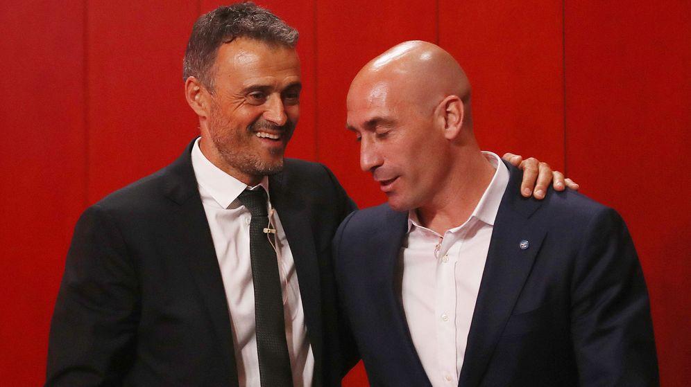 Foto: Luis Enrique junto al presidente de la Federación Española de Fútbol, Luis Rubiales. (Efe)