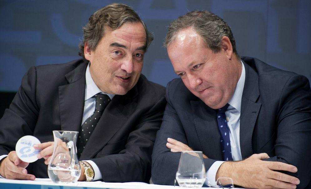 Foto: Jesús Terciado (d), junto a Juan Rosell (i), presidente de CEOE. (EFE)