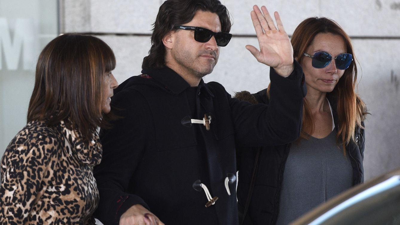 Foto: Toño Sanchís, hundido tras su intento de suicidio por la estafa a Belén Esteban