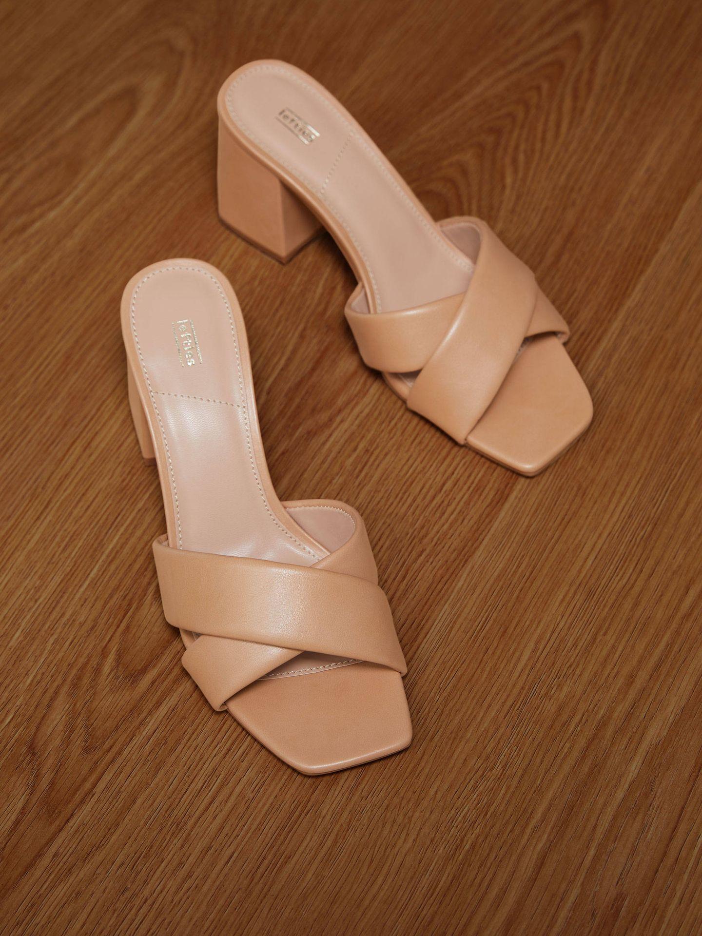 Las sandalias de pala cruzada de Lefties. (Cortesía)