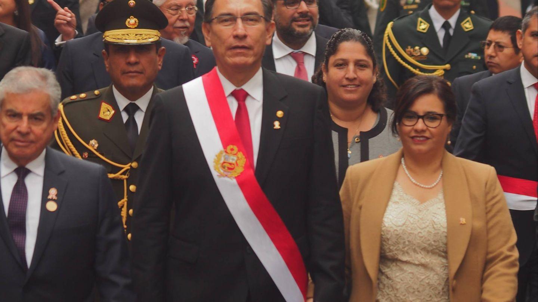 El mandatario y su esposa por las calles de Lima.(CORDON)