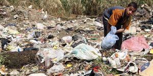 Material sanitario de la basura a la boca, la hepatitis C se extiende por Egipto