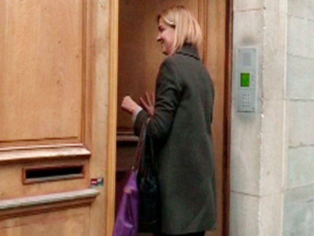 Foto:  La infanta Cristina entra en su casa de Ginebra, en una imagen de archivo. (EFE)