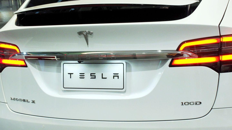 Los Tesla están equipados con asistencia a la conducción inteligente y pronto tendrán piloto automático