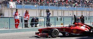 Foto: De la Rosa huyó del fuego en su primer contacto con el Ferrari