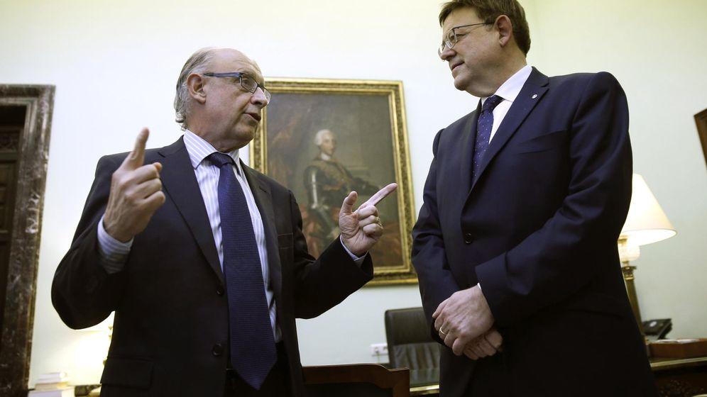 Foto: El ministro de Hacienda, Cristóbal Montoro (i), recibe al 'president' de la Generalitat valenciana, Ximo Puig. (EFE)