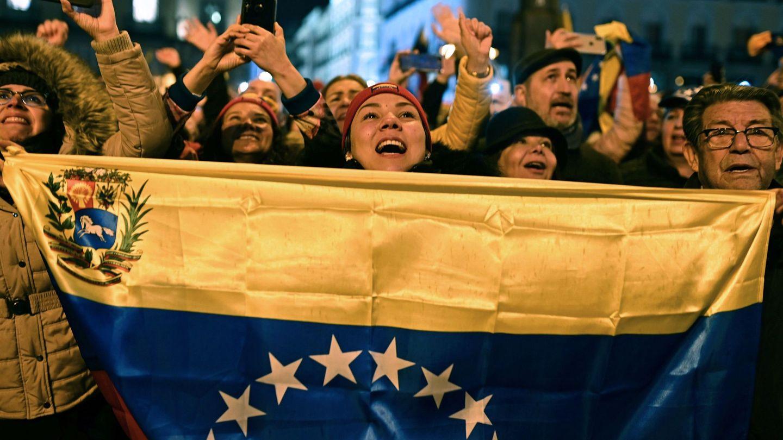 Miles de venezolanos residentes en España reciben al presidente de la Asamblea Nacional de Venezuela, Juan Guaidó. (EFE)