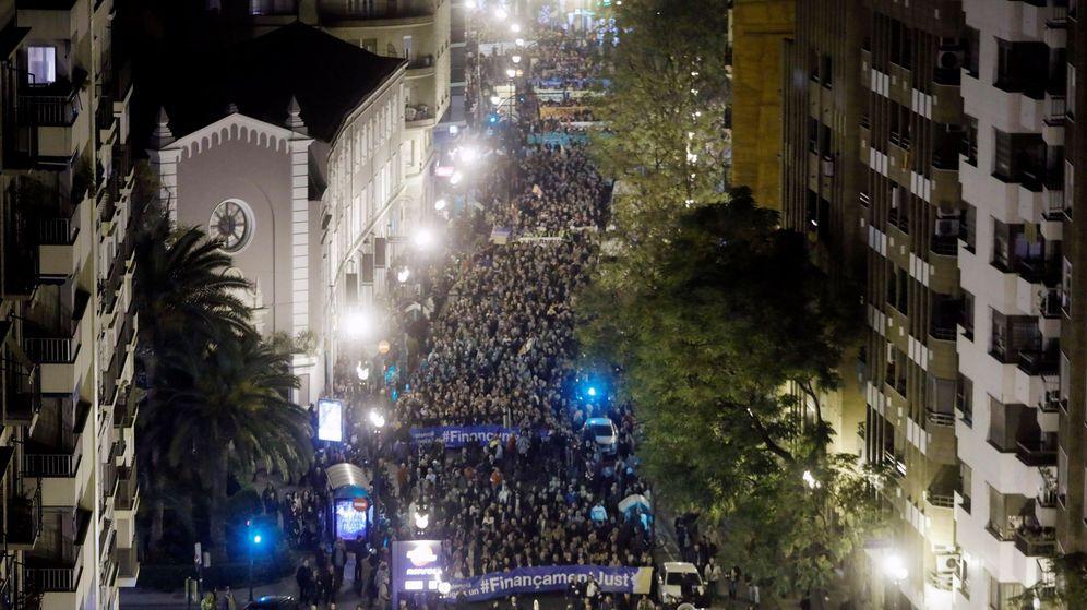 Foto: La manifestación por la reforma de la financiación autonómica ha reunido a 60.000 personas en Valencia, según los organizadores. (EFE)